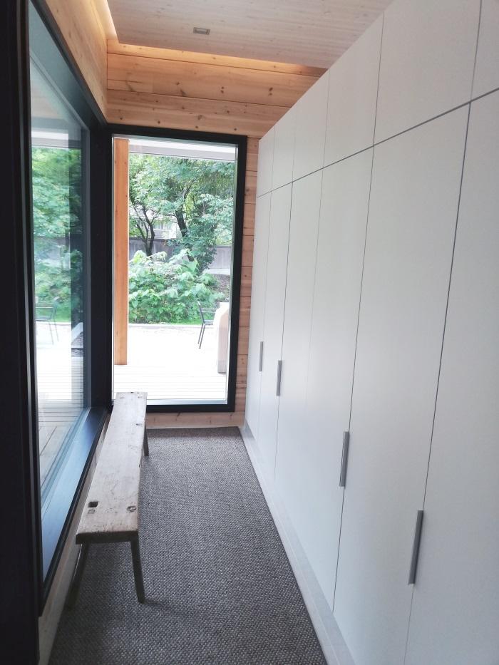 casa-de-madera-lujo-entrada