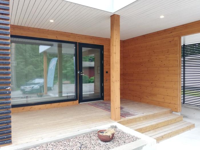 casa-de-lujo-madera-entrada